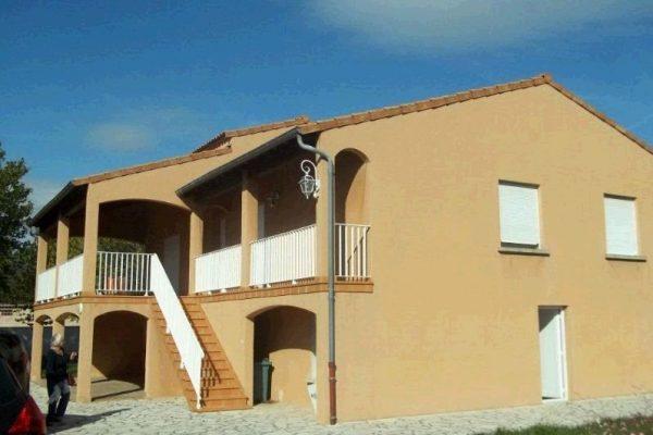 Maison d habitation de 1989 entièrement rénovée sur 1436m² de terrain clos, se composant de...