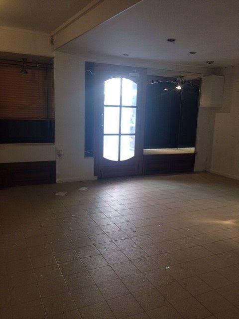 A  PIERRELATTE (26 DROME). Maison de ville mixte à usage d'habitation et de commerce, se...