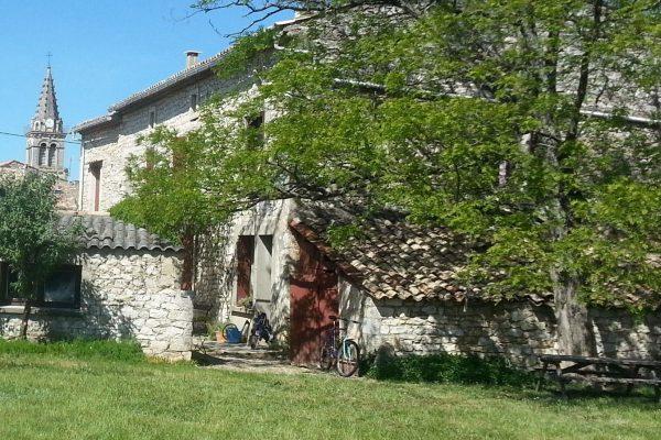 Maison Ancienne à vendre à SAINT-REMEZE (ARDECHE).  Cette maison de 140 m² située au coeur...