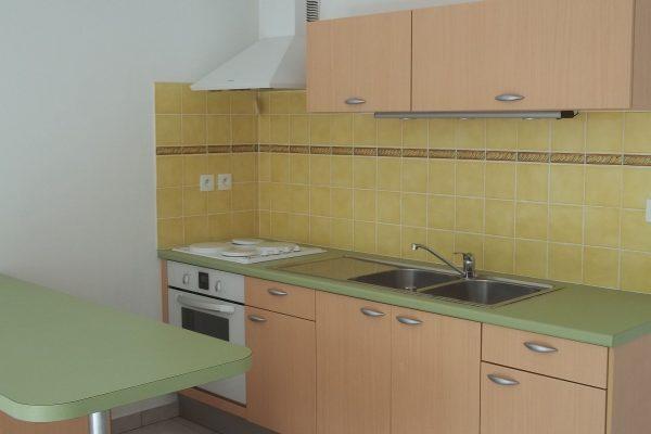 APPARTEMENT A VENDRE CENTRE VILLE  PIERRELATTE (26 DROME).  Appartement en rez-de-chaussée de...