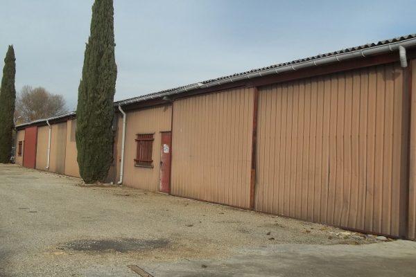 Bâtiment à usage artisanal et commercial, composé de 5 locaux dont 1 indépendant. Chacun de...