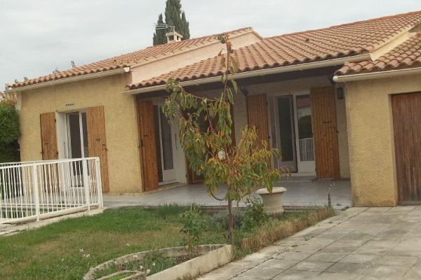 A PIERRELATTE (DROME). Maison d'habitation de plain pied avec piscine, d'environ 105 m²...