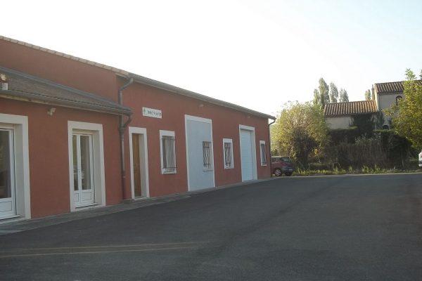 A  MONTBOUCHER-SUR-JABRON (26 DROME), 2 bâtiments à usage de bureaux et entrepots avec...