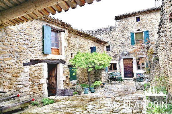 Maison d'exception en pierre à vendre sur LA BAUME-DE-TRANSIT (26 DROME).  Ancienne partie de...