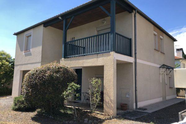 MAISON A VENDRE A CAHORS (LOT).  Maison d'habitation d'environ 140 m² comprenant 5...
