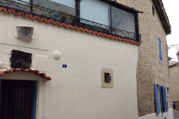 A PIERRELATTE (DROME) Rare - Maison de village avec cour intérieure et garage? élevée de...