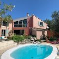 Maison atypique à MONTBOUCHER-SUR-JABRON (DROME). Maison de 220 m² comprenant au rez de…