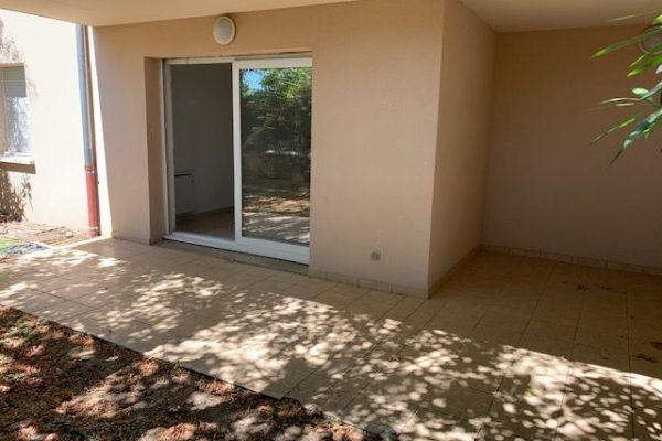 En location à SAINT PAUL 3 CHATEAUX, dans résidence récente, appartement de 65 m2 comprenant...