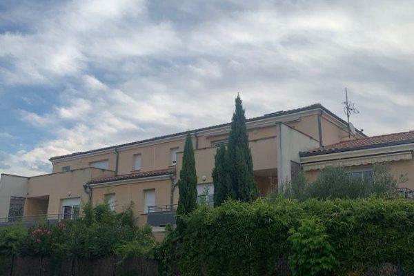 En location à SAINT PAUL 3 CHATEAUX,  dans résidence agréable, Appartement de 74 m²...
